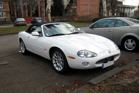 Jaguar_XKR_convertible_01