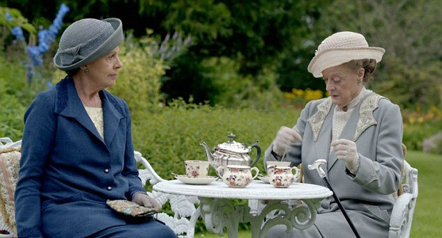 Downton-Abbey-Christmas-Special-Isobel-Violet-Tea