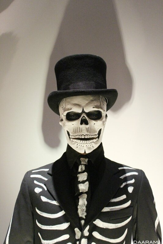 James Bond (Daniel Craig) traditional costume with skull for the day of the dead in the opening scene of «Spectre» 2015. Photo: Olivier Daaram Jollant © 2016