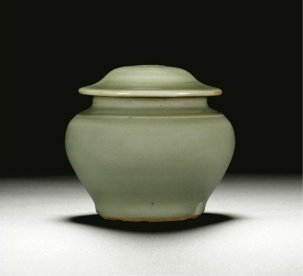 A 'Longquan' celadon-glazed jar and cover, Ming dynasty, 15th century