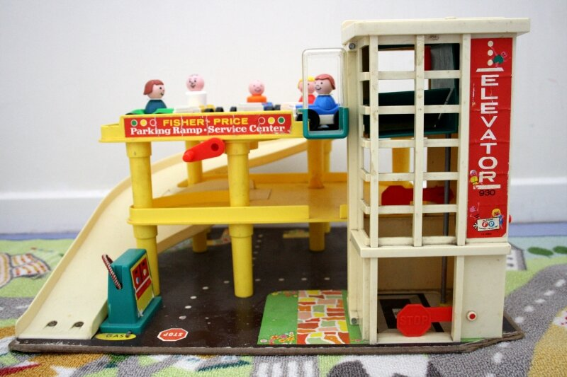 garage photo de 2 vintage fisher price petite famille belette et coeur d 39 oiseau. Black Bedroom Furniture Sets. Home Design Ideas