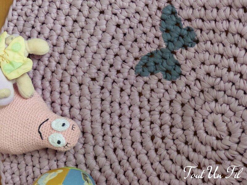 Tapis Zpagetti Trapillo Crochet Papillon Parme - Tout Un Fil 01
