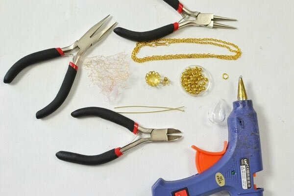 necklace-making-for-beginners-e28093-instructions-on-a-long-gold-chain-necklace-with-pendent-tools