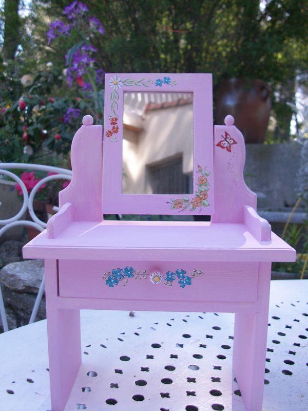 coiffeuse pour les ch ries fleurs et papillons. Black Bedroom Furniture Sets. Home Design Ideas