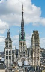 Rouen_Cathedral_as_seen_from_Gros_Horloge_140215_4