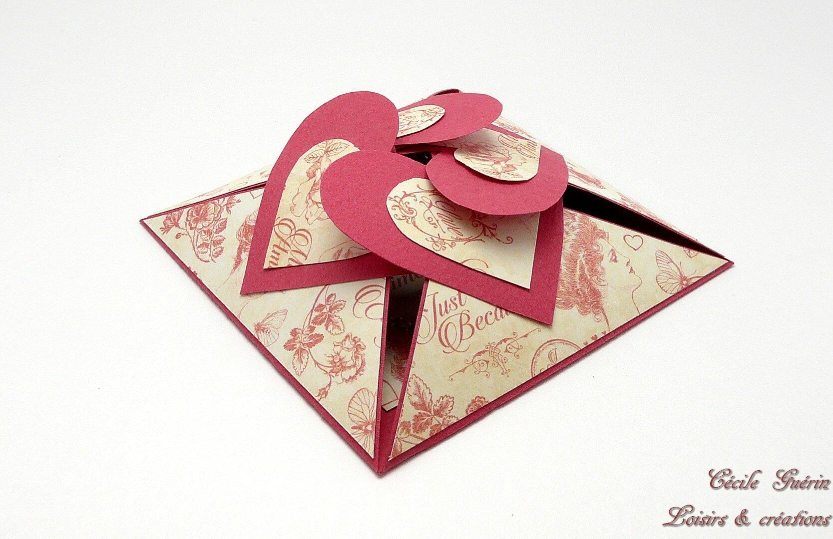 Carte-écrin cœurs entrelacés rouge douceur