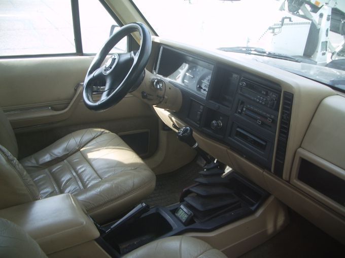 Jeep cherokee xj by renault 1984 1992 autos crois es for Interieur jeep grand cherokee 2000