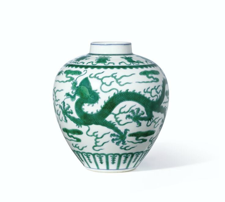 A fine green-enamelled 'Dragon' jar, Seal mark and period of Qianlong
