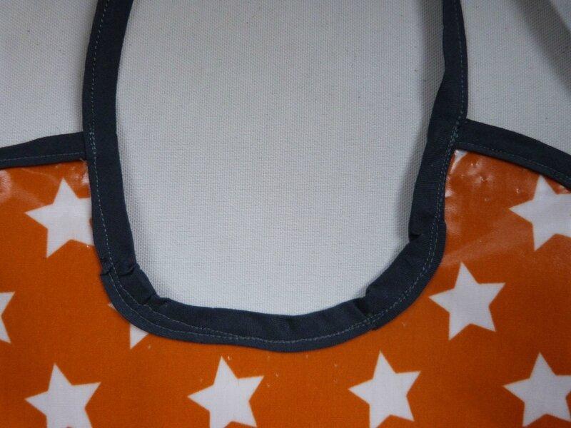 Bavoir orange étoiles Pablo (4)