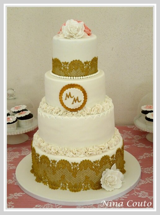 gateau mariage blanc or dentelles wedding chateau des barrenques 2