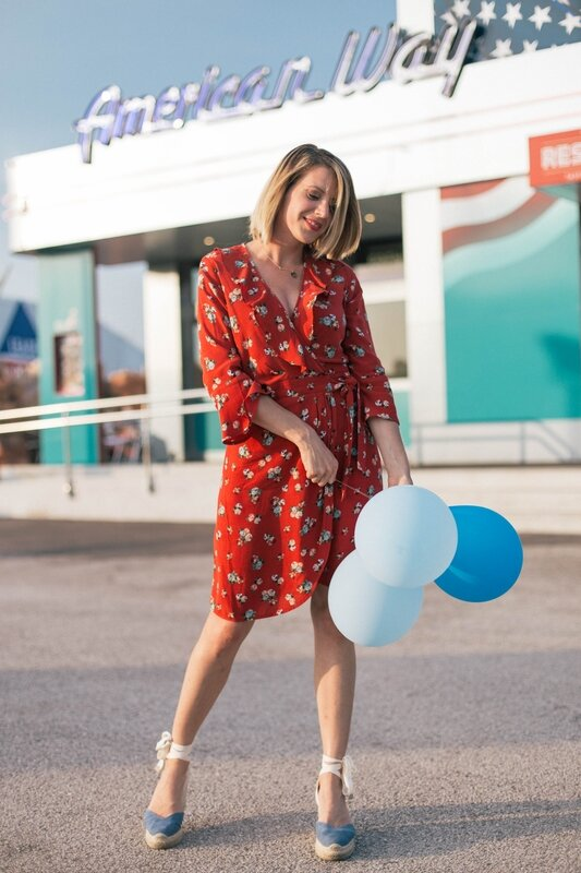 Red dress and balloon -styliz (15)