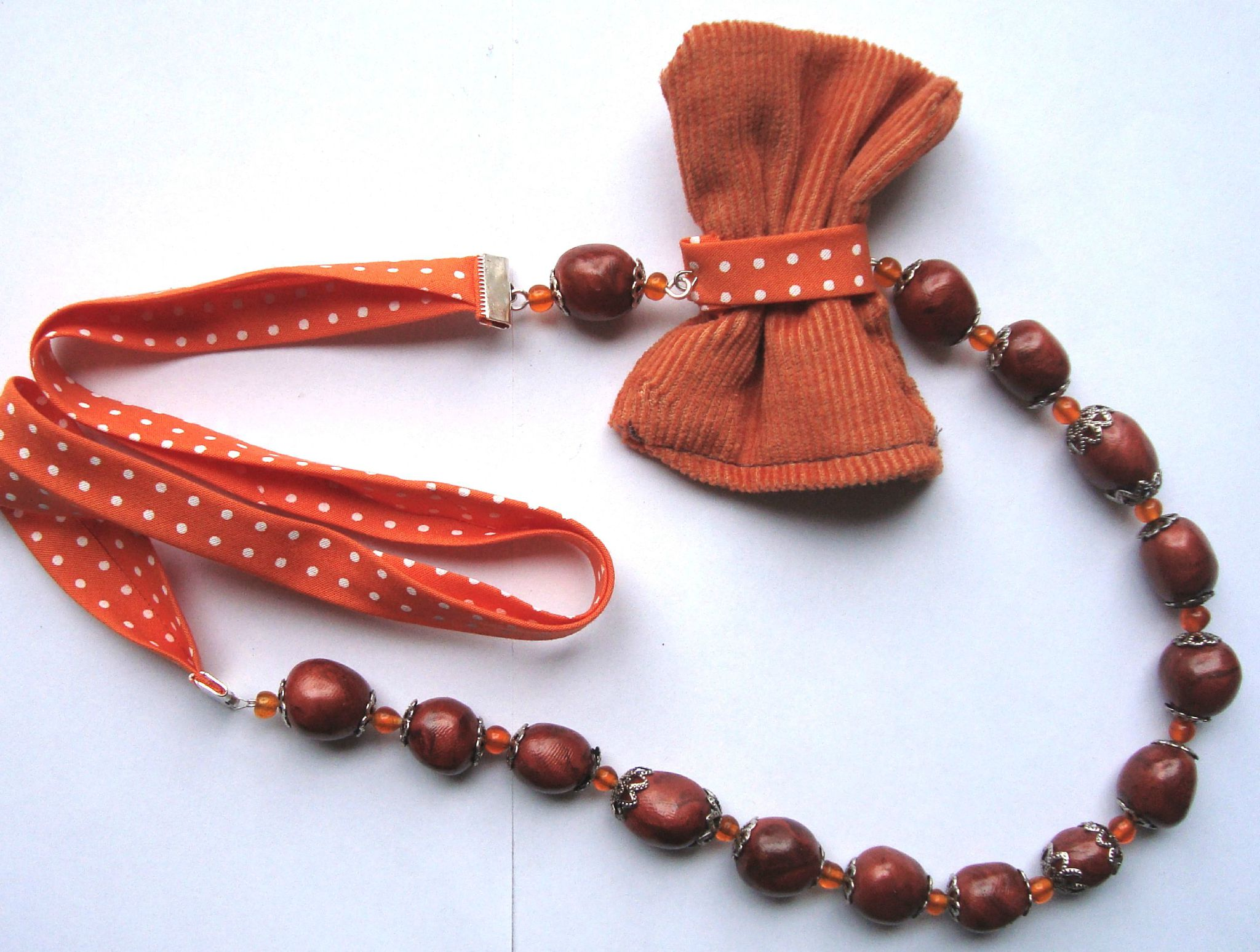 collier papillon orange