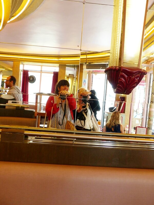 23-amelie-poulain-paris-cafe-scene-tournage-epicerie-pelerinage