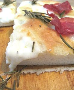Focaccia speck mozzarella et romarin (10)