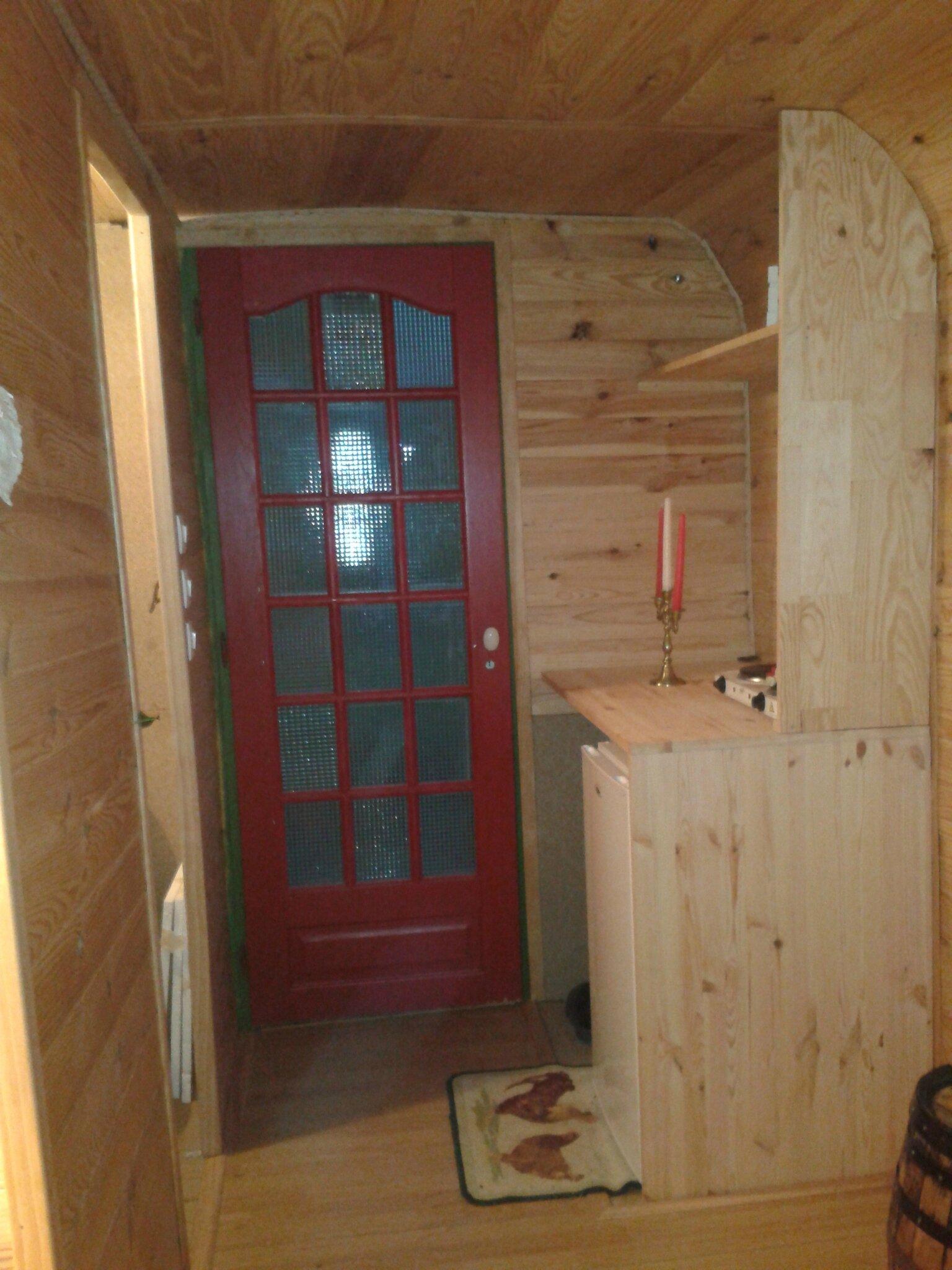 amenagement int rieur une roulotte dans le puy de dome. Black Bedroom Furniture Sets. Home Design Ideas