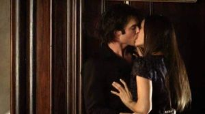 TVD407-damon-and-elena-kiss - Copie