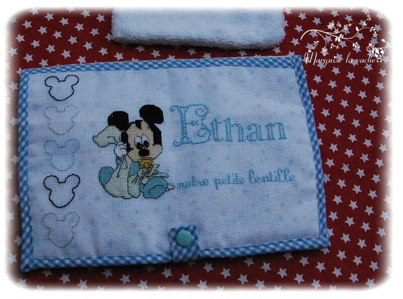 ensemble cape de bain, protège carnet, gant de toilette Mickey personnalisé (4)
