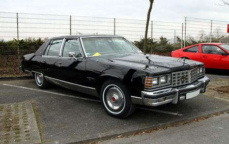 Pontiac_bonneville_brougham_4door_sedan_de_1977__23_me_Salon_Champenois_du_v_hicule_de_collection__01