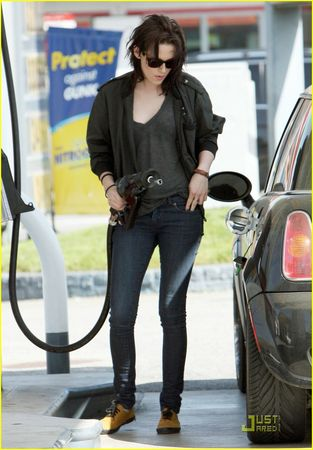 kristen_stewart_cooper_cool_13