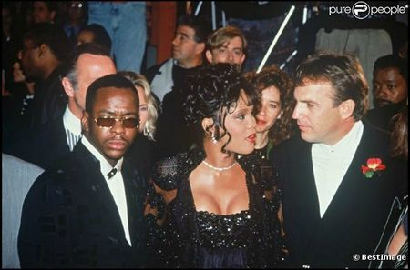 792427-whitney-houston-bobby-brown-et-kevin-0x414-1