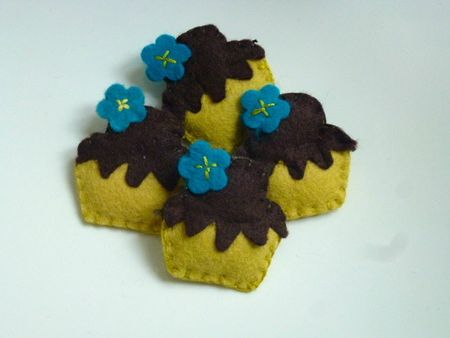 Broches cupcakes bleues