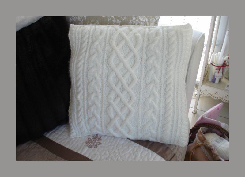 modele coussin tricot torsade. Black Bedroom Furniture Sets. Home Design Ideas