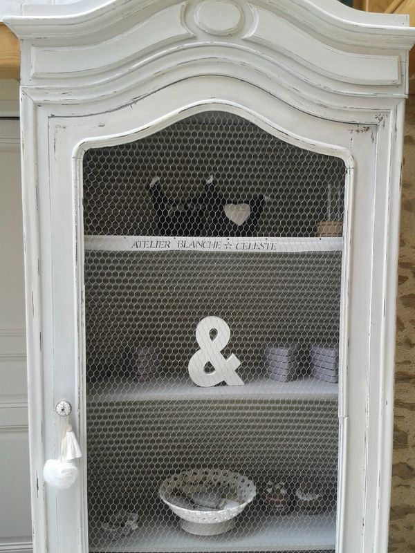 armoire bonnetiere chapeau de gendarme blanche c leste. Black Bedroom Furniture Sets. Home Design Ideas