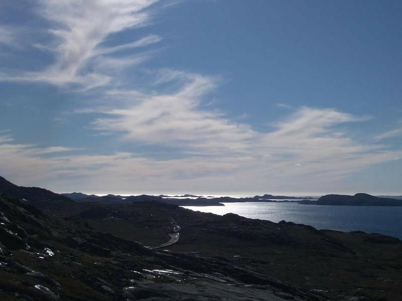 En direction du sud de Nuuk. Sur la gauche, les contreforts de Store Malene.