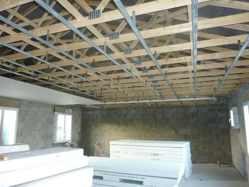 plafond rail et placo construction maison sp