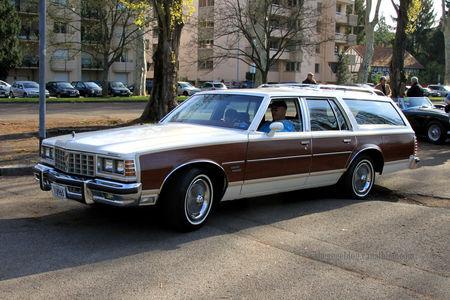Pontiac_bonneville_gran_safari_wagon_de_1977__Retrorencard_avril_2011__01