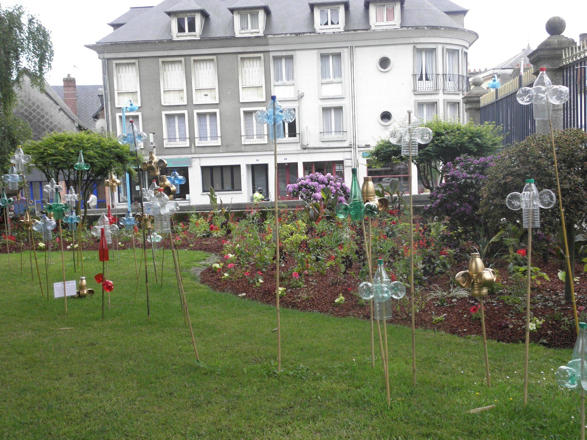 Pont-Audemer, ses maisons, ses rue étroites, sa mairie et les copines à Maryse..................