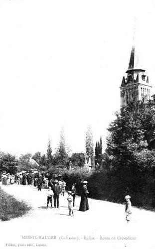 Le Mesnil-Mauger - l'église et sortie de messe
