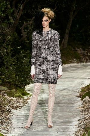 514352_photo-13-defile-chanel-haute-couture-printemps-ete-2013