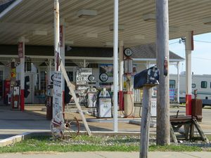 Old gas station (1024x768)