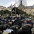 Clichy : les prières musulmanes ont lieu devant la mairie