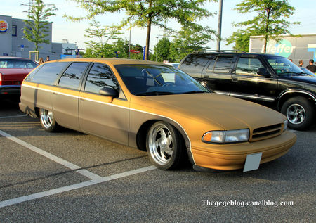 Chevrolet_caprice_wagon_custom__Rencard_du_Burger_King_mai_2011__01