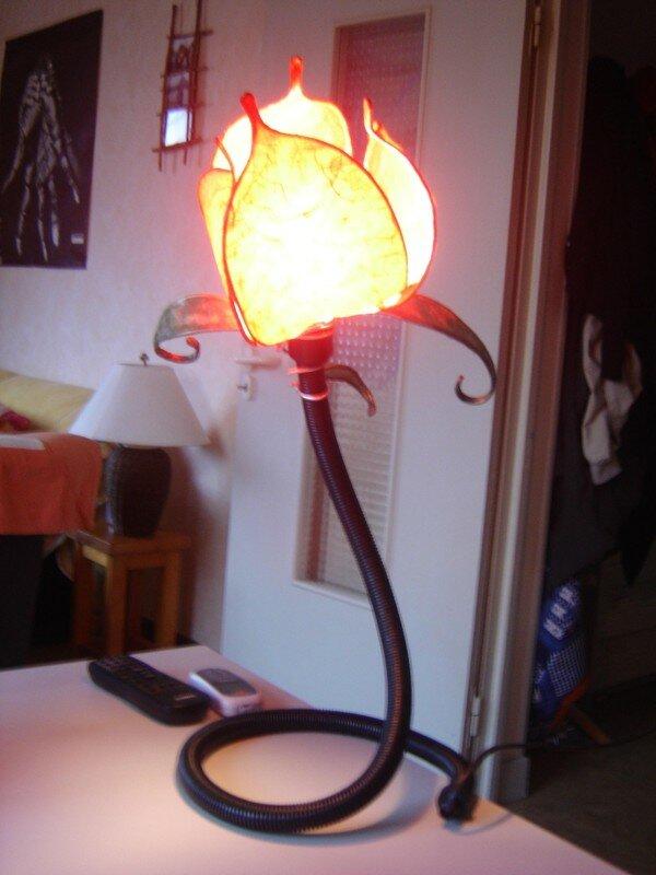 Une lampe fleur ... - \