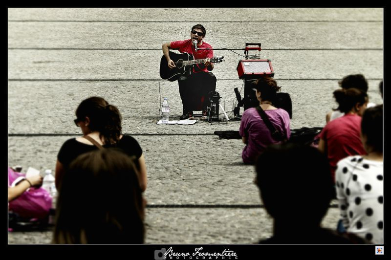 Guitar player Beaubourg 7
