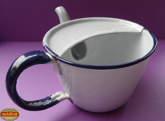 Objet collection 2 anciennes tasses bec verseur for Canard de malade