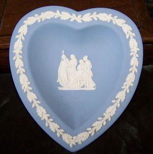 wedgwood_classic_blue_jasperware_heart_shaped_pin_dish_grecian_ladies_529d911b