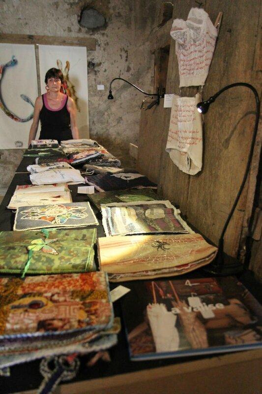 Nadine Levé. Les livres textiles