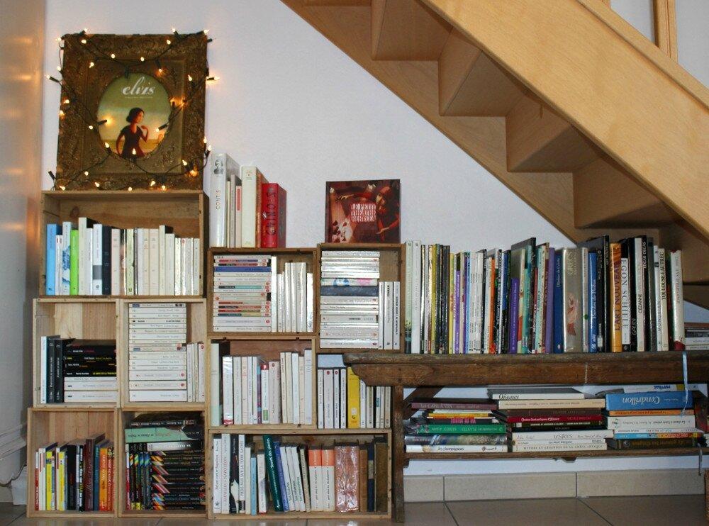 ma biblioth que en fait des caisses orange pain d 39 pices. Black Bedroom Furniture Sets. Home Design Ideas