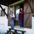 Julie et moi sur la terrasse de la maison