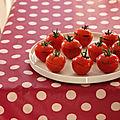 Tomates farcies aux pignons, aux raisins, aux herbes et aux épices
