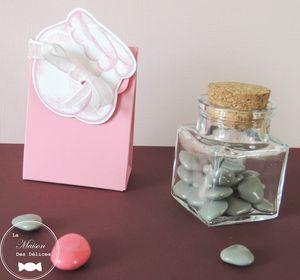 boite-dragees-bapteme-bebe-fille-ballotin-rose-pastel-fuchsia-gris-verre-contenant-transparent-mariage-coeur-etiquette