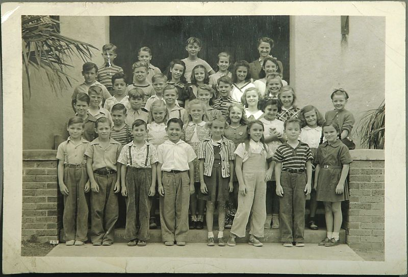 1932_TO_1937_CLASSMATES_AT_SELMA_OR_VINESTREETSCHOOL