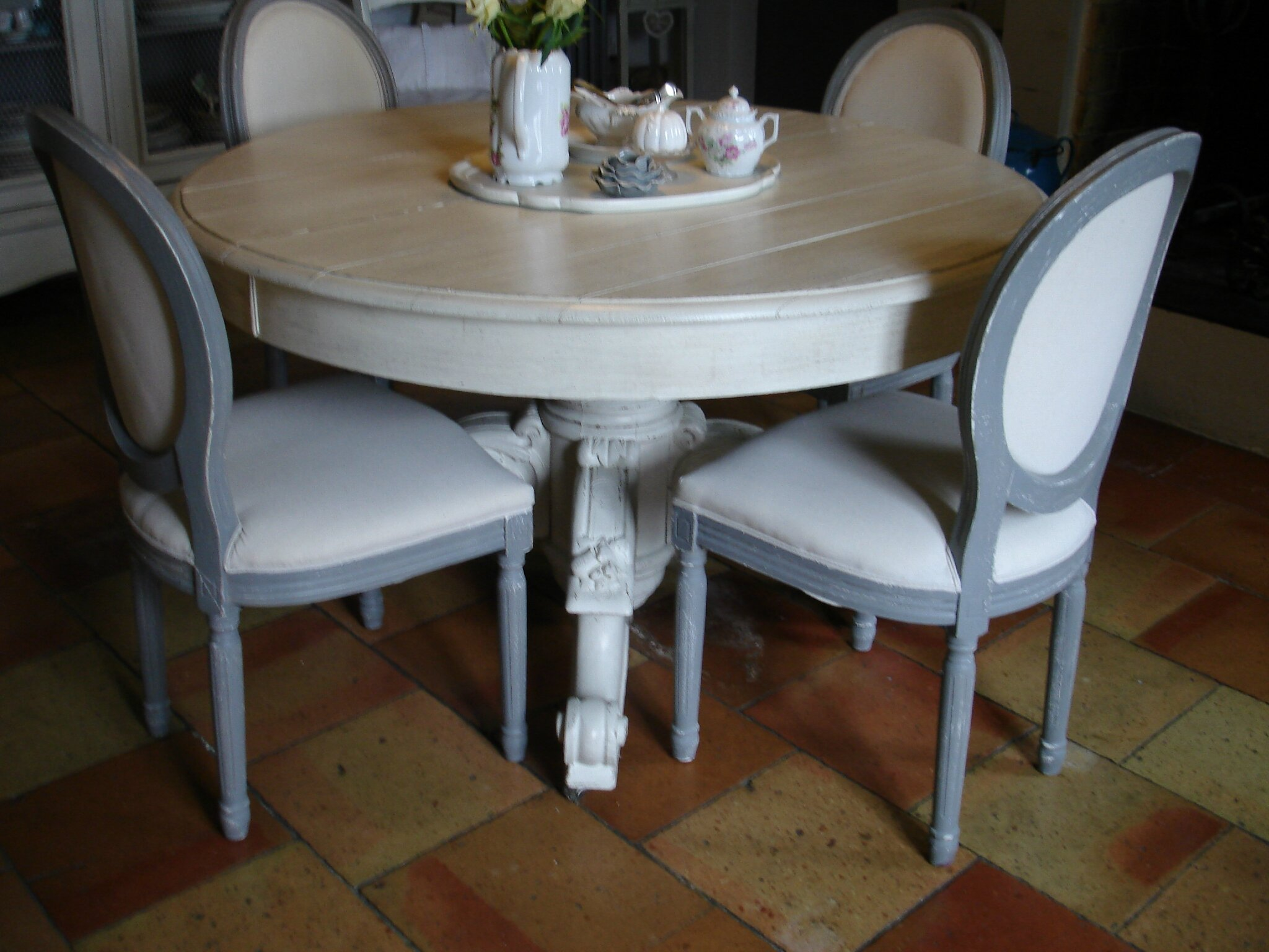 Chaises medaillon for Chaise pour table blanche