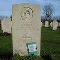 Saint-Charles-de-Percy, cimetière militaire du Commonwealth, tombe (14)