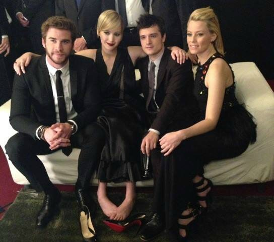 jennifer-lawrence-liam-hemsworth-catching-fire-paris-premiere-08