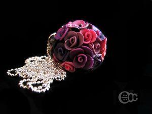 Sautoir boule roses violet-rose-noir